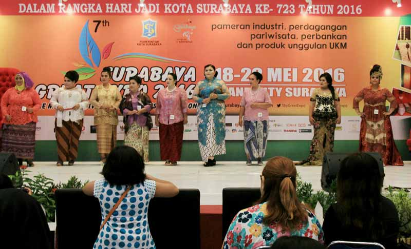 Aksi Miss Big Berkebaya di Surabaya great Expo 2016